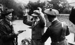 Black and Tan Propaganda holding at gun point an Irishman